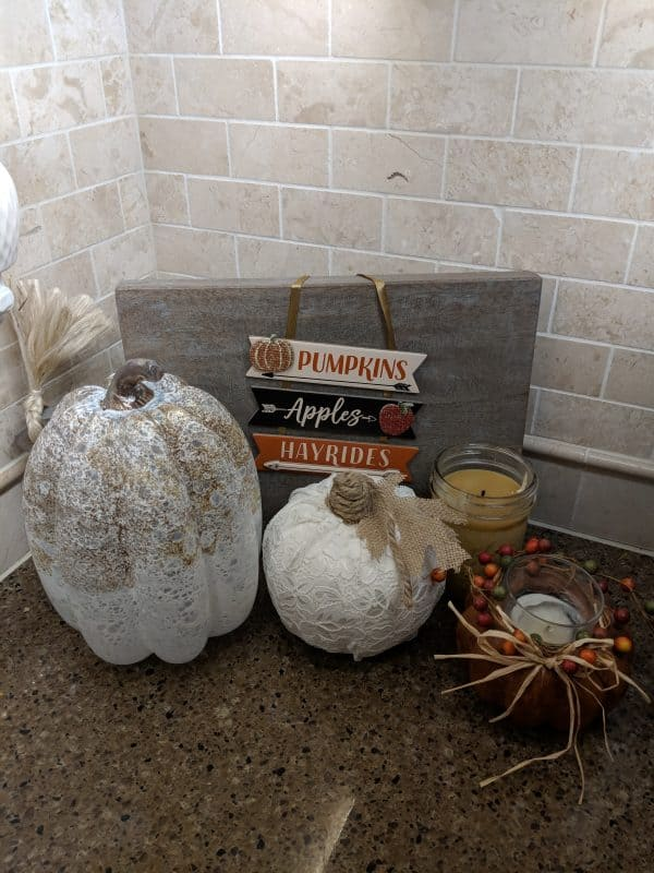 DIY lace mini pumpkin