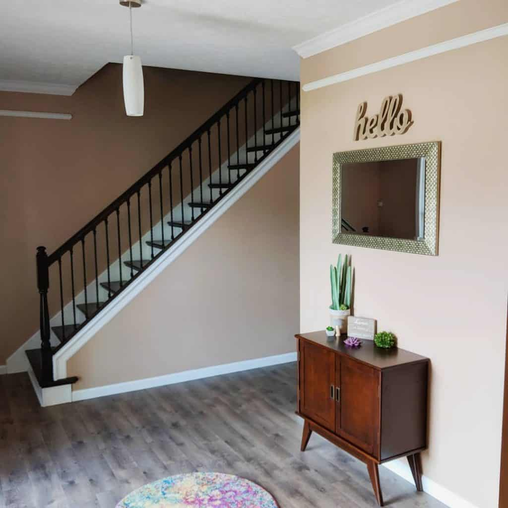 Neutral color palette - entry way decor - neutral color trend