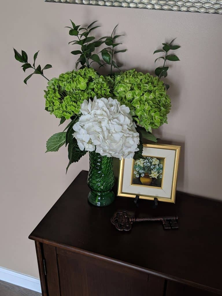 staged home to sell fast - fresh flowers